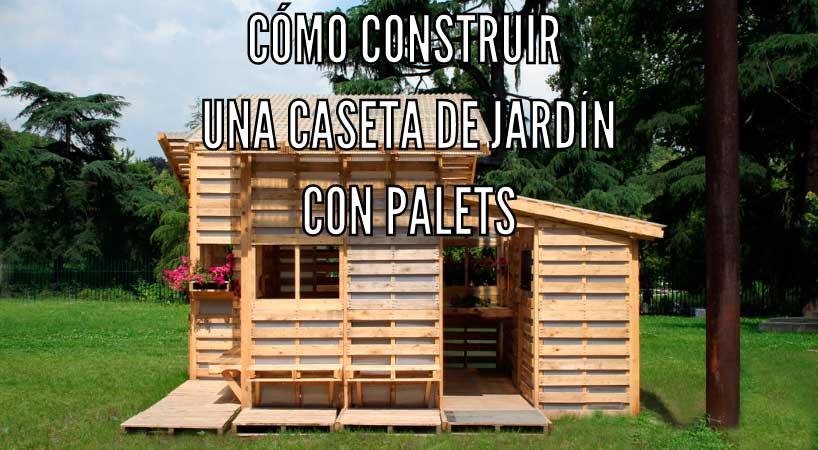 Caseta de jardín construida con palets