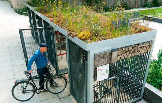 Caseta para guardar bicicletas con techo verde