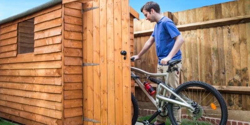 ¿Cómo guardar bicicletas en tu caseta de jardín?
