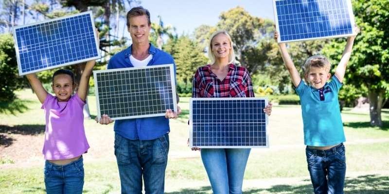 5 generadores solares portátiles para instalar en tu caseta de jardín