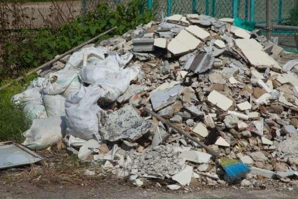 Terreno con escombros